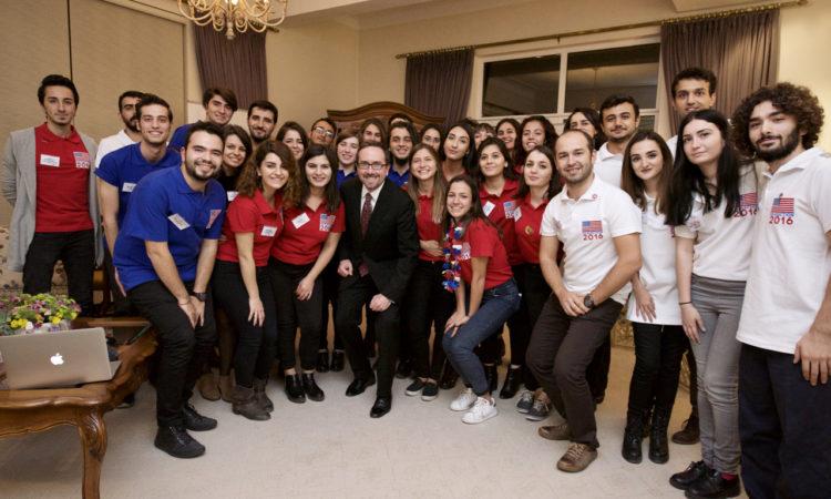 Büyükelçi Bass 2016 ABD Başkanlık Seçimlerini Öğrenciler İle Birlikte İzliyor